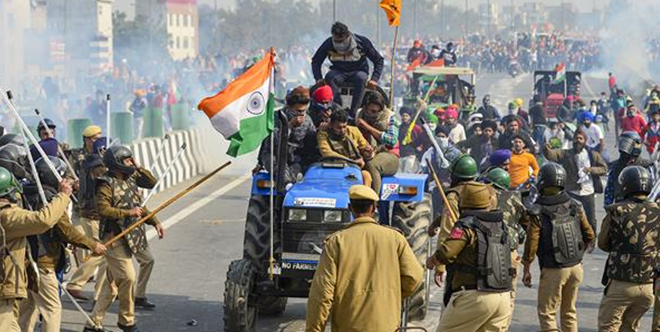 Delhi witnessed violent scenes on Republic Day : Farmers participating in tractor rally clashed with the police