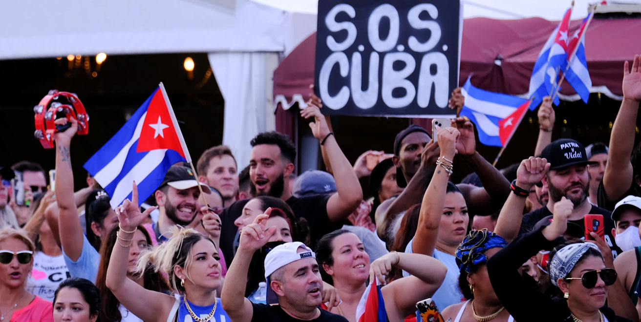 Cuban protesters wave US flag and MSM go with photo-lie